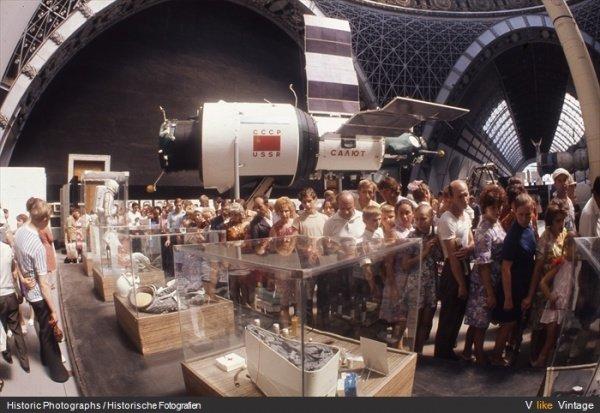 3214555-R3L8T8D-600-utkhoff_spaceship