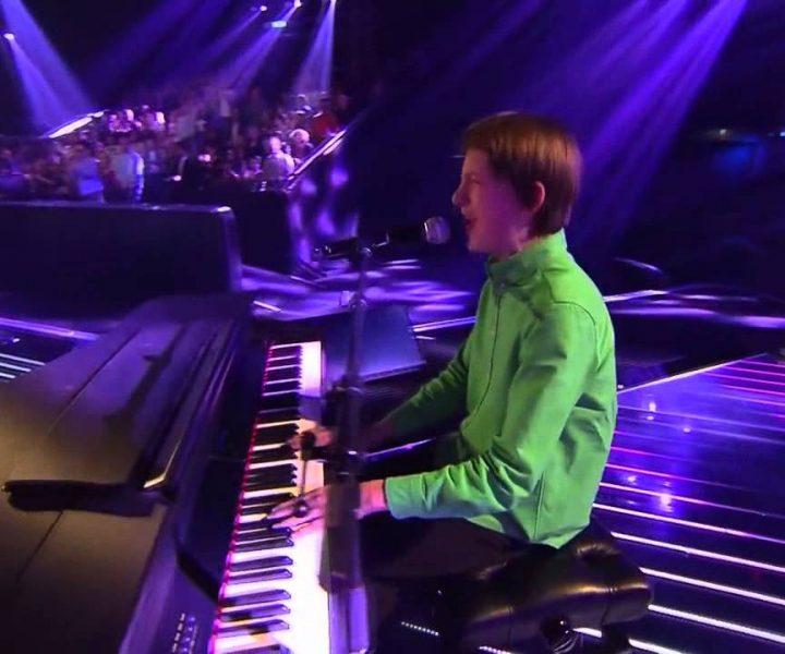 В этом талантливом мальчике рок-н-ролла больше, чем во всех нынешних звездах вместе взятых!