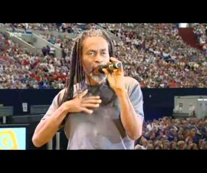 Возможности голоса безграничны! Как один человек своей импровизацией способен «завести» многотысячную толпу
