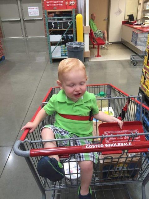 Отец фотографировал своего сына в супермаркете, а на самом деле запечатлел…
