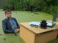Фотосессия челябинского школьника в болоте взорвала Рунет