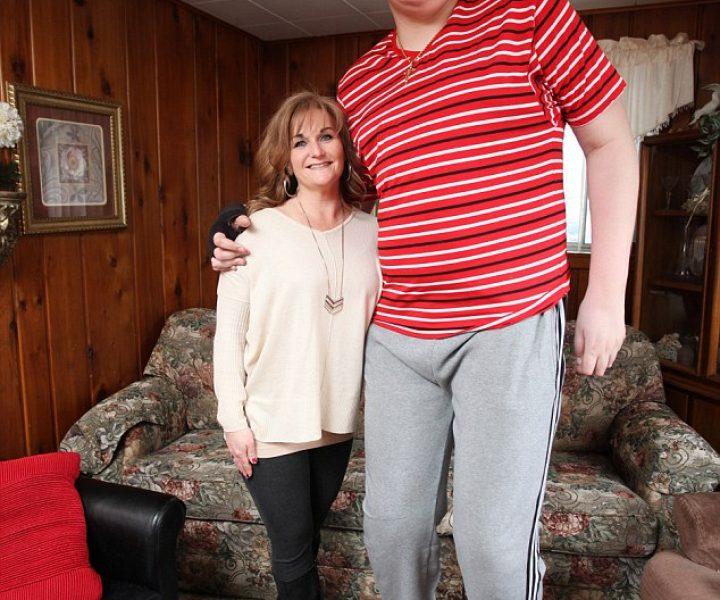 Юный американец ростом 2,33 метра продолжает расти