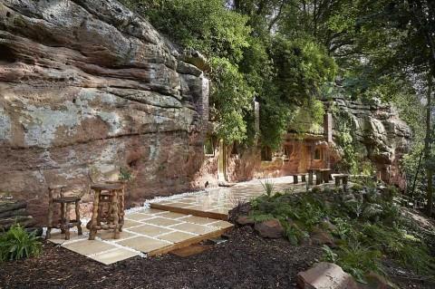 Мужчина построил дом своей мечты в пещере возрастом 250 миллионов лет