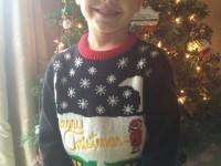 Рождественский свитер этого мальчика стал причиной школьного скандала