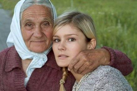 Старая бабушка моется с внучкой фото 359-342