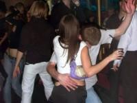 В соседнее село, в клуб! Все на дискотеку! Все-все!