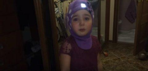 Маленькая дочка решила уехать от плохих родителей в Африку