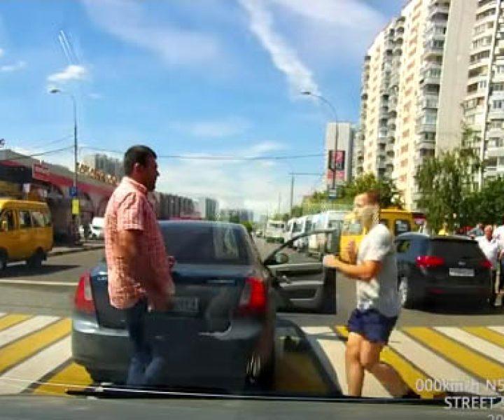 Короткая драка с пешеходом