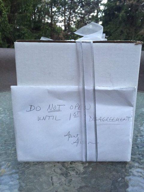 Супруги открыли подарок через 9 лет после свадьбы и поняли, что ждали не напрасно