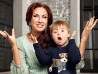 """10 знаменитостей, которые воспитывают """"особенных"""" детей"""