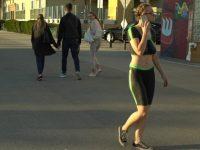Смелая модель в боди-арте прошлась по оживленным улицам
