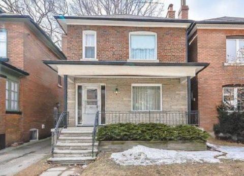 96-летняя бабушка решила продать дом. Переступив порог, риелтор очень удивился!