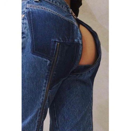 Новый модный тренд – джинсы открывают то, что якобы должны скрывать