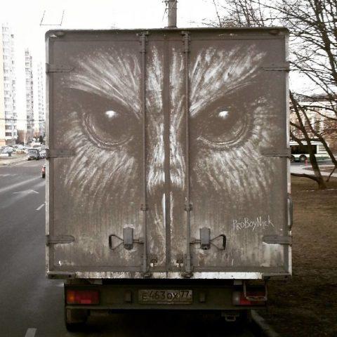 Рисование по грязи на машинах – арт-проект московского художника