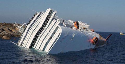 """Как выглядит круизный лайнер """"Коста Конкордиа"""" спустя 5 лет после крушения?"""