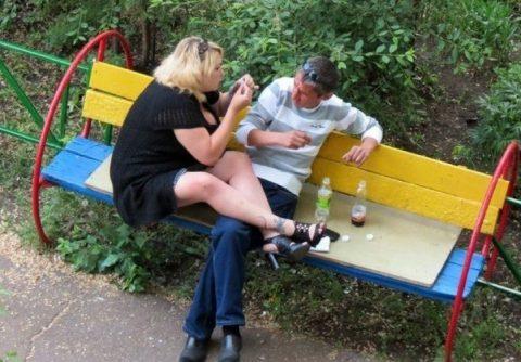Жизнь вокруг скамеечек, лавочек и прочих аксессуаров наших дворов