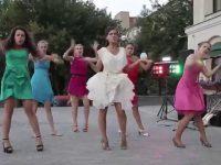 Танцевальный подарок жениху от невесты и подружек