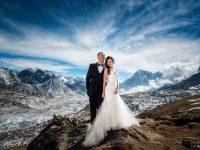 Они три недели карабкались на Эверест, чтобы сыграть свадьбу в уникальном месте