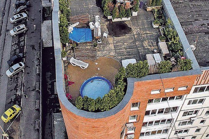 Новый Карлсон: директор ТСЖ построил себе виллу на крыше многоэтажки