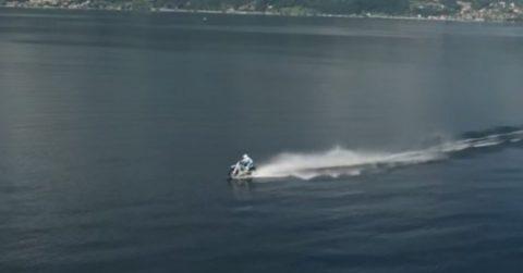 Пересечь озеро на кроссовом мотоцикле – насколько это реально?